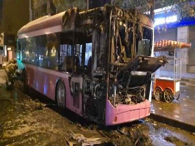 Park Halindeki Belediye Otobüsü Alev Alev Yandı