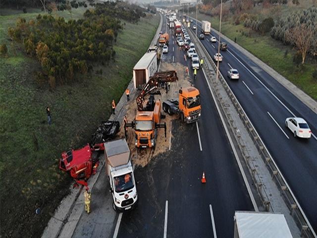 Büyükçekmece TEM Otoyolunda trafik kitlendi