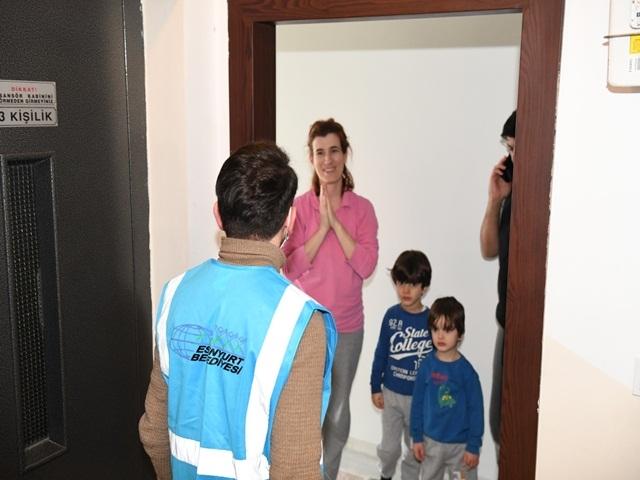 Esenyurt Belediyesi sağlık görevlileriyle aileleri arasında köprü oldu