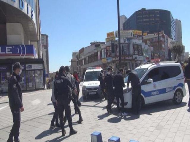 Esenyurt'ta polis denetimleri devam ediyor
