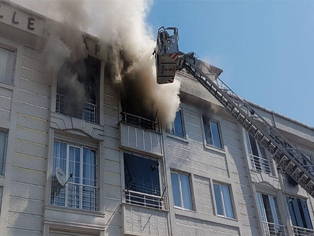 Esenyurt'ta Yangınlar bitmiyor! Şimdi de 4 katlı binada yangın çıktı