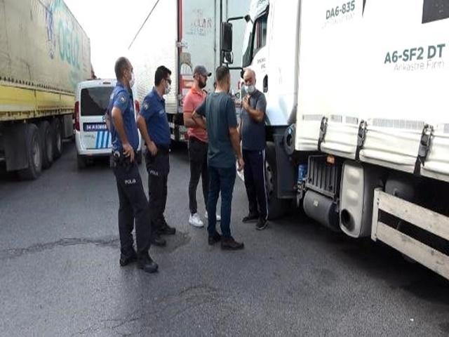 Esenyurt'ta şoförü silahla tehdit ederek kamyonunu soydular