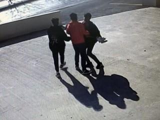 Video çeken genci bayıltana kadar dövdüler!