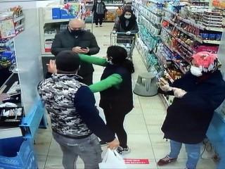 Esenyurt'ta maskesiz alışveriş gerginliğe neden oldu