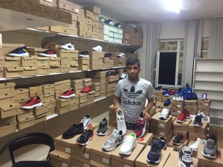 Albayrak 25 çocuğa Spor ayakkabı hediye etti