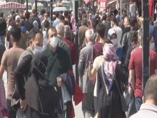 Esenyurt'ta vatandaşlar kısıtlama öncesi meydanlara koştu