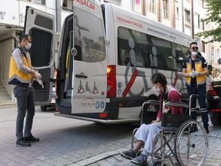 Ameliyat Olan Öğrenci, Esenyurt Belediyesi'nin Hasta Nakil Aracıyla Sınava Götürüldü