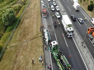 Esenyurt'ta servis midibüsü devrildi: 10 yaralı