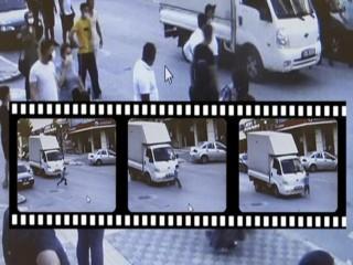 Esenyurt'ta Kamyonetin çocuğa çarpması kameraya böyle yansıdı!