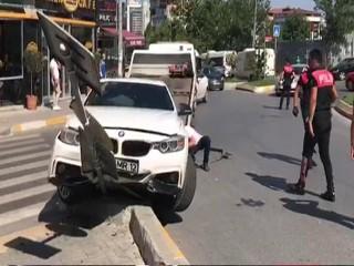 Esenyurt'ta Polisi Gören Şüpheliler Kaçarken Kaza Yaptı