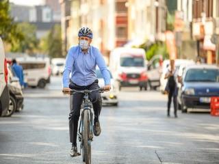 Başkan Bozkurt belediyeye bisikletle geldi