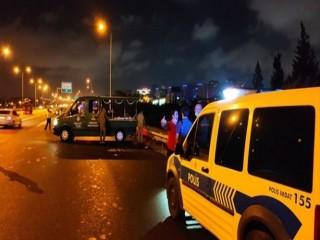 Esenyurt'ta 2 kişiye otomobil çarptı