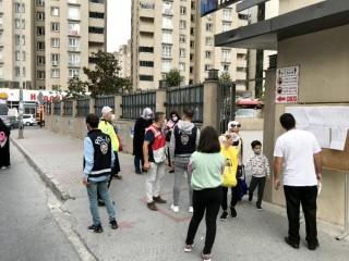 Esenyurt'ta polisler okul çevresinde kuş uçurtmadı