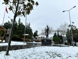 Esenyurt'ta Kar Ve Tipi Etkisini Gösterdi