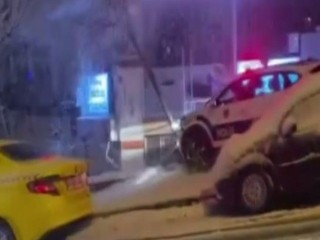 Esenyurt'ta Polis otosu kayganlaşan yolda böyle kaza yaptı