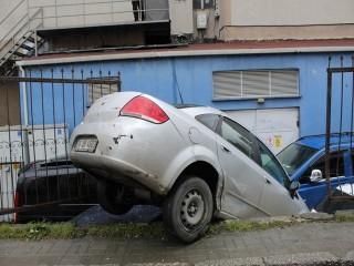 Araç otoparka böyle uçtu!