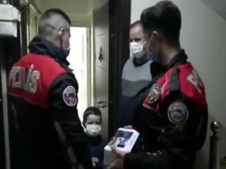 Esenyurt polisinden 5 yaşındaki Serdar'a doğum günü sürprizi