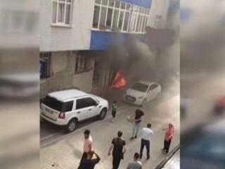 Esenyurt'ta 4 katlı binada korkutan yangın