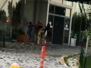 Esenyurt'ta rezidansta saç saça kadın kavgası