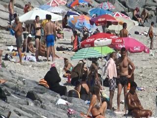 Avcılar'da sıcaktan bunalanlar denize koştu
