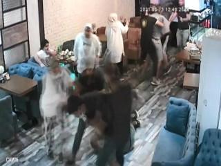Esenyurt'ta esnafa saldıran baba oğul dehşet saçtı