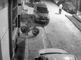 Esenyurt'ta yaşanan bisiklet hırsızlığı kamerada