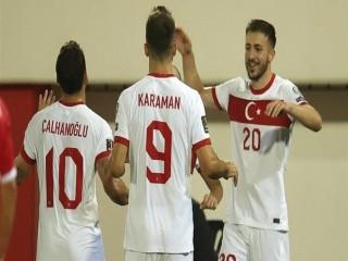 Hollanda-Türkiye maçının ilk 11'leri