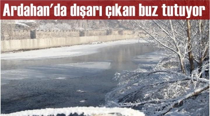 Ardahan'da dışarı çıkan buz tutuyor
