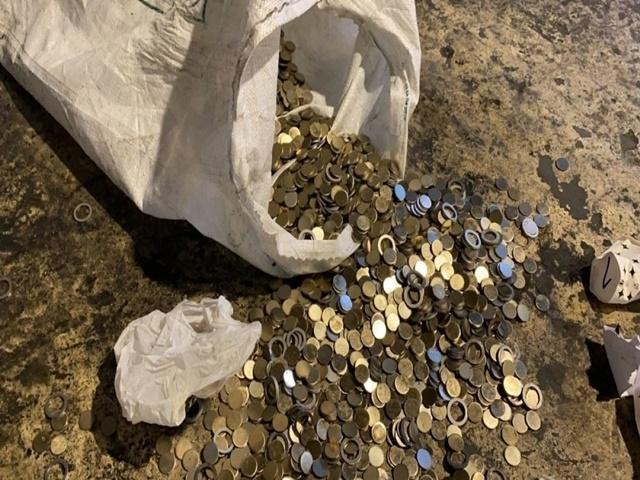 Esenyurt'ta kaçak darphane! Çuvallarla para bastılar